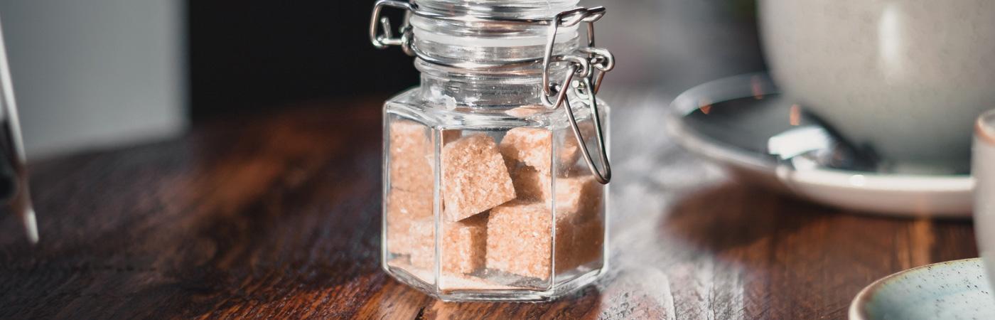 Zuviel davon ist nicht gut, aber  grundsätzlich gilt: Zucker ist ein lebenswichtiger Energielieferant.