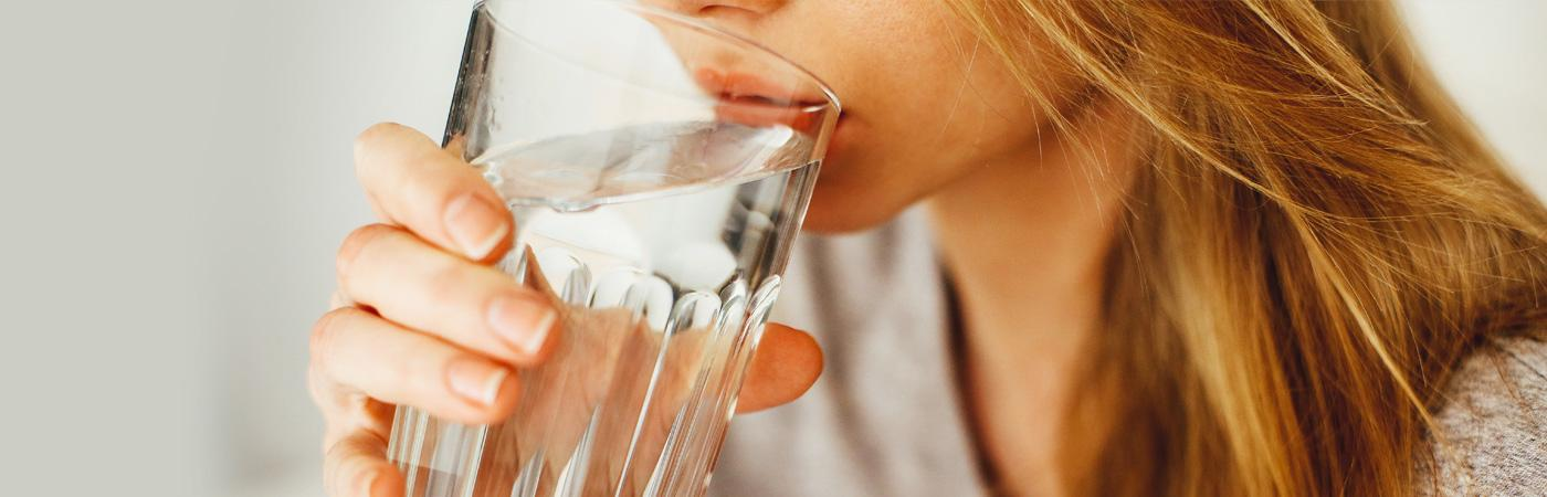 Viel trinken hält die Körperzellen funktionstüchtig und den Kreislauf in Schwung.